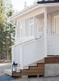 Muurametalot A-151 sisustus Boho Deco, Balcony Railing, Exterior Siding, Backyard, Patio, Outdoor Living, Outdoor Decor, Home Interior Design, Outdoor Gardens