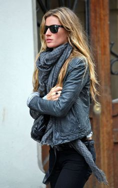 Gisele Bundchen Scores Dior Spring 2009