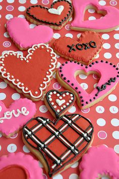 valentine's day cookies - love the bright pinks in the icing!