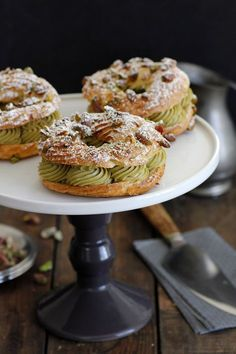 Pistachio Paris Brest Food Recipes For Dinner, Food Recipes Keto French Desserts, Desserts To Make, Dessert Recipes, Paris Brest, Eclairs, Profiteroles, Pasta Choux, Pistachio Cream, Choux Pastry