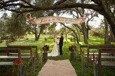 Décoration de mariage avec toile de jute