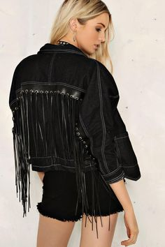 Double denim all the way! Let your denim obsession run wild & buy all your fave jean jackets, denim shorts, skirts & jeans at Nasty Gal. Take a look! Oversized Denim Jacket Outfit, Boho Fashion, Fashion Outfits, Fashion Design, Estilo Country, Casual Outfits, Cute Outfits, Diy Vetement, Fringe Jacket