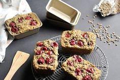 Glutenfreie und vegane Hanf-Kirsch-Küchlein: Saftige kleine Kuchen mit nährstoffreichem Hanfmehl und Kirschen, alternativ gesüßt ohne weißen Zucker