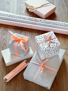 Gift Wrapping Ideas: patterned black and white gift wrap with blush pink or peach ribbon pretty Wrapping Ideas, Present Wrapping, Creative Gift Wrapping, Gift Wrapping Paper, Creative Gifts, Wrapping Paper Design, Pretty Packaging, Gift Packaging, Christmas Gift Wrapping