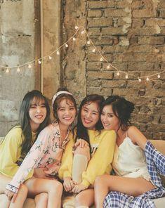 Moonbyul solar hwasa y wheein 95 Kpop Girl Groups, Korean Girl Groups, Kpop Girls, Divas, K Pop, Wheein Mamamoo, Solar Mamamoo, Soyeon, Pop Group