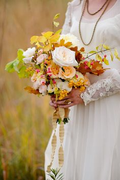 fall wedding bouquet with leaves and roses | floral design: www.ashleyfoxdesigns.com