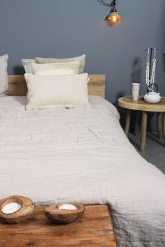 Een linnen dekbedovertrek slaapt niet alleen lekker, het geef ook een lekker ontspannen sfeertje aan je slaapkamer. Bijkomend voordeel: je hoeft het niet te strijken, dat vinden wij dat weer heel belangrijk! Shop dit zandkleurige dekbedovertrek online of in de winkels. Vandaag zijn we tot 17.30 uur open in Amersfoort en Zaandam! #koopzondag #slaapkamer #wooninspiratie #linnen #wonen #dekbedovertrek #bedroomgoals #loods5 #loods5inhuis
