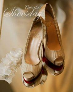 fragile high heel shoes 繊細な靴
