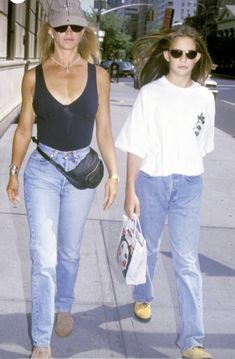 Cool Suits, Suits You, 90s Fashion, Fashion Trends, Street Style Summer, Summer Cocktails, Pin Collection, Over The Years, Mom Jeans