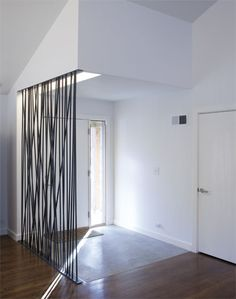 Separador de ambientes con barras de acero | Ranch Lite by Hufft Projects