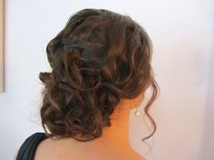 Beautiful curly low bun perfect for a wedding, bridesmaids or any occasion. Hair by Alejandra Thomasson of www.alejandrathomasson.com