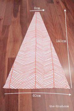 図のような寸法(上面6cm×下面60cm×高さ140cm)で台形型に布をカット。同じものを6枚用意します。  そのうちの1枚はドア部分になるので、台形を中心から縦方向に半分にカットします。