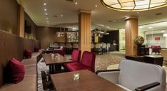 Die Thermen und Wellness Hotels in Österreich Hotels, Austria, Conference Room, Table, Furniture, Home Decor, Ski Resorts, Ski Trips, Destinations