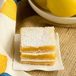 Easy Lemon Squares - a delicious citrus dessert with a sweet, tender crust and tasty lemon topping! Lemon Desserts, Fun Desserts, Delicious Desserts, Dessert Recipes, Yummy Food, Lemon Recipes, Chocolate Desserts, Lemon Squares Recipe, Yummy Treats