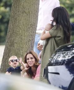 Meghan Markle and Kate Middleton Attend Charity Polo Match - Dress Like A Duchess Princess Kate, Princess Charlotte, Queen Kate, Duchess Kate, Duchess Of Cambridge, Meghan Markle, Old Prince, Prince Harry And Megan, Harry And Meghan