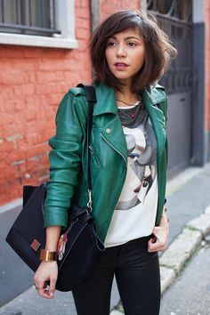 why not a green leather jacket instead for black or brown? Green Leather Jackets, Leather Jacket Outfits, Green Jacket Outfit, Fashion Mode, Look Fashion, Fashion Outfits, Looks Style, Casual Looks, Look 2017