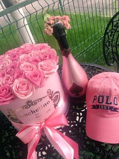 Comanda acum cutii cu trandafiri by Buchetino!  www.buchetino.com