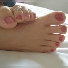love her cute toes! Pretty Toe Nails, Pretty Toes, French Nails, Pies Sexy, Nice Toes, Manicure Y Pedicure, Pedicures, Toe Polish, Feet Nails