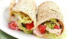 7 Post-Workout, Protein Packed Meals Source by creatinghome Lunch Wraps, Clean Eating, Healthy Eating, Post Workout Food, Workout Meals, Lunch To Go, Man Food, Chicken Wraps, Wrap Recipes