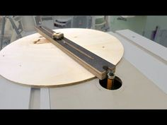 Simplest Router Table Circle Jig - YouTube