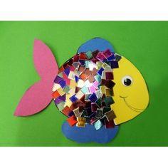 Eine tolle Anleitung zum Fische basteln im Kindergarten | für Kindergartenkinder ganz einfach. Ein tolles Ergebnis mit schimmernden Highlights. Du brauchst nur einen Fotokarton, Metallmosaik und Wackelaugen. Die komplette Bastelanleitung findest Du hier: http://www.trendmarkt24.de/bastelideen.basteln-fische.html#p