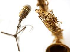 """CHRISTOPHE, """"chanteur-saxo live"""", musique pour soirées, cocktails, mariages...    Un velouté de saxo, un grain de voix, un zeste de swing et une bonne dose de groove pour un répertoire original et varié.  Une rencontre subtile du jazz et de la chanson pop, soul ou funky, qui participera avec élégance à la réussite de tous vos événements.  Ambiance musicale pour apéritifs de  mariage, style jazz, soul, pop au saxophone et chant. Mariages vins d'honneur"""