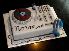 Great idea for a groom's cake Dance Cakes, Music Cakes, Dj Cake, Cupcake Cakes, Turntable Cake, Pinterest Cake, 40th Birthday Cakes, Fudge Cake, Specialty Cakes