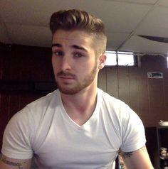 Très belle coiffure.