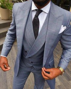 I have always loved lapelled vests. Great three-piece suit look Mens Fashion Suits, Mens Suits, Men's Fashion, Dapper Suits, Groom Fashion, Groom Suits, Fashion Hacks, Groom Attire, Fashion Tips