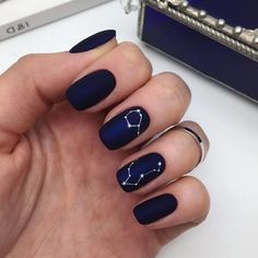 Constellation Manicure is the nail art you really want. - Nagellack - Constellation Manicure is the nail art you really want. Minimalist Nails, Winter Nail Designs, Nail Art Designs, Nails Design, Hair And Nails, My Nails, Almond Shape Nails, Manicure E Pedicure, Black Manicure