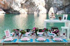 Spring lakeside wedding - table settings Art-de-la-table by Apples & Mints, www.applesandmints.com #wedding #tablesetting #applesandmints #spring