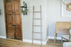 Use this hand crafted wooden ladder in your living room or bedroom to hang up blanketsor to display a special heirloomquilt.