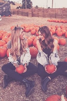 Cute Friend Pictures, Sister Pictures, Friend Photos, Roommate Pictures, Cute Fall Pictures, Fall Pics, Fall Photos, Beach Pictures, Best Friends Shoot