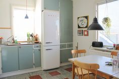 This excellent photo is certainly an inspirational and good idea Compact Kitchen, New Kitchen, Vintage Kitchen, 60s Furniture, Room Of One's Own, Compact Living, Retro Home, Kitchen Cupboards, Little Houses