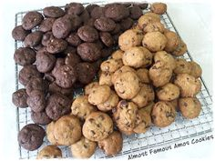 Source : Bisous A Toi via Peng's Kitchen Ingredients: 1 Large egg tsp coffee oil & coffee emulco 1 tsp vanilla paste . Famous Amos Chocolate Chip Cookies Recipe, Famous Amos Cookie Recipe, Ginger Bread Cookies Recipe, Chocolate Chip Recipes, Yummy Cookies, Cookie Recipes, Crispy Cookies, Chocolate Chips, Almond Flour Cookies