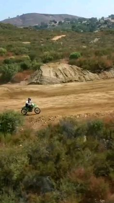 Dirt Bicycle, Cool Dirt Bikes, Freestyle Motocross, Wow Video, Amazing Gifs, Weird Gif, Bobber Motorcycle, Motorcross Bike, Funny Videos For Kids