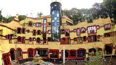 Friedensreich Hundertwasser - Haus in Essen( keine Geraden)