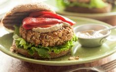 White Bean and Almond Burger // Vegan burgers don't get much tastier than this! #healthy #vegan #recipe