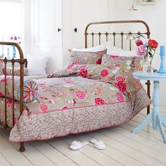 Love, love the bedding!