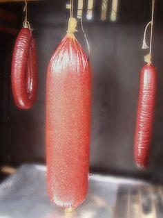 The Smoke Ring Bologna - a favorite PA food. Salami Recipes, Charcuterie Recipes, Meat Recipes, Homemade Bologna Recipe, Bologna Recipes, Homemade Summer Sausage, Homemade Sausage Recipes, Bratwurst, Kitchens