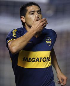 Argentina's Boca Juniors midfielder Juan Roman Riquelme celebrates after scoring a goal against Brazil's Fluminense, during their 2008 Libertadores Cup semifinal football match, at Juan Domingo Peron stadium, in Avellaneda, Buenos Aires, on May 28, 2008.            AFP PHOTO/Alejandro PAGNI (Photo credit should read ALEJANDRO PAGNI/AFP/Getty Images) Lucas 8, Roman, Football Match, Photo Credit, Soccer, Goals, Gym, Celebrities, Stickers
