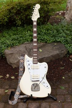 Squier J Mascis Jazzmaster, modded with new neck and matching headstock. Oh, and white pick guard. Very classy.