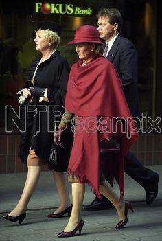 Oslo 1993-10-27. Islands president Vigdis Finnbogadottir shopper i Norge med dronning Sonja i rødt. Foto: Janne Møller-Hansen, VG