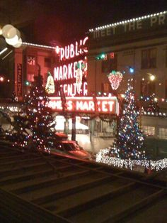 Seattle - wonderful to see shops and city streets decorated for Christmas