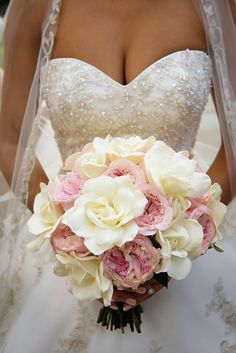 Pretty blush and gold vintage wedding in London Ontario - pink and white wedding bouquet. Photo by HRM Photography. http://www.theweddingguru.ca/pink-gold-vintage-wedding-london-ontario/ #vintage #weddingbouquet