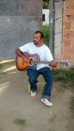Ronaldo Lero, em frente a sua casa em Brisamar, Itaguai- RJ Curtindo um som na tarde desta terca- feira, 14 de julho de 2015