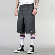 Dickies dress shorts but without socks and do low top chucks. Then have a sateen button down dress shirt Skateboard Mode, Skateboard Fashion, Dickies Shorts, Festival Looks, Cholo Style, Work Shorts, Grey Shorts, Converse Style, Converse High