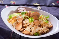 (Xôi Nấm) - Mushroom Sticky Rice is quite strange when hearing about it, but I bet its flavor is amazing too. Vietnamese Rice Recipes, Vietnamese Cuisine, Vegan Vegetarian, Vegetarian Recipes, Sticky Rice Recipes, No Salt Recipes, Tofu, Entrees, Main Dishes