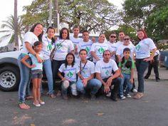 El equipo de trabajo de nuestra sucursal de Puntarenas listos para el desfile.