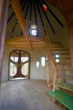 Treehouse Building in the Forest – Amazing Tree Houses by Takashi Kobayashi - Architecture Organique Cob Building, Building A Treehouse, Building A House, Green Building, Casa Dos Hobbits, Adobe Haus, Earth Bag Homes, Cool Tree Houses, Cob Houses